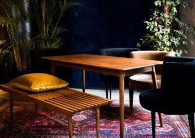 fotelek asztallal és pad